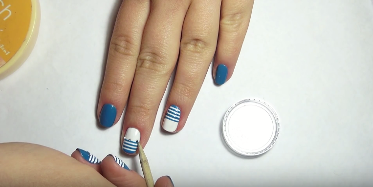 striped nail decore