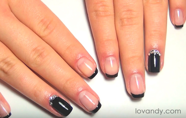 black french nails is really elegant