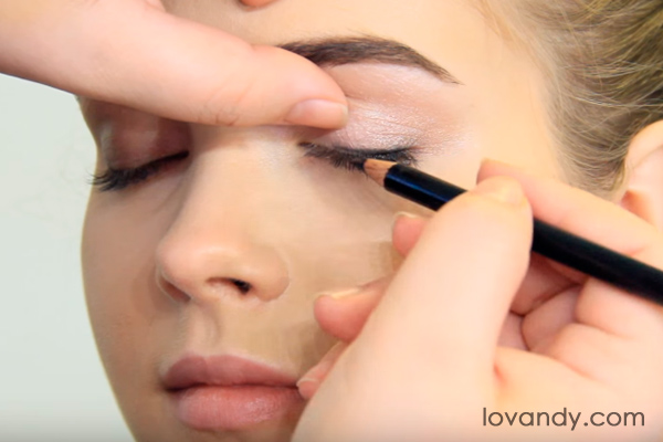 touch up your eyelash roots
